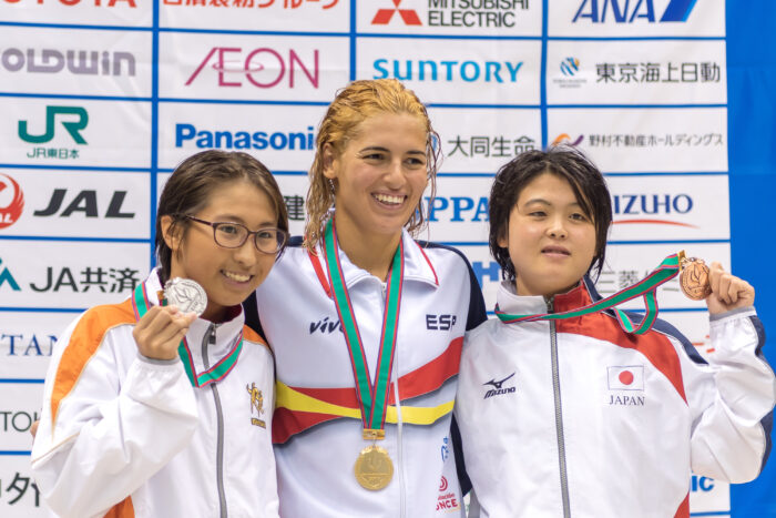 100m自由形(S14)金メダルのミシェル アロンソ・モラーレス(中央)と、銀メダルの北野安美紗(左)と銅メダルの井上舞美(右)