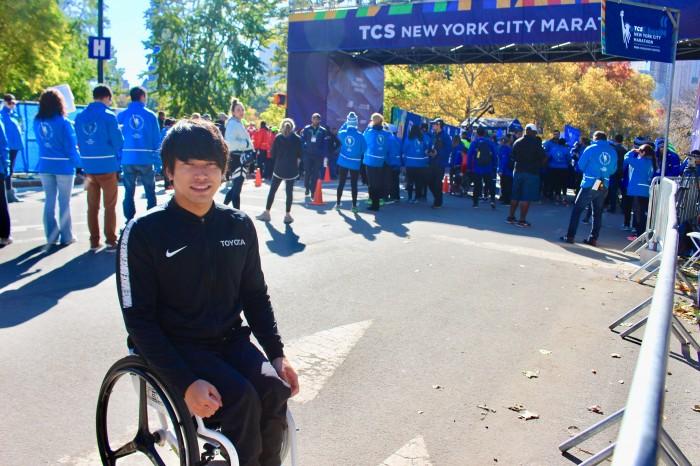 この日は最高気温14℃の快晴で、マラソン日和。「風が強いと感じたけど、昨年より暖かくて良かった」と鈴木 (筆者撮影)