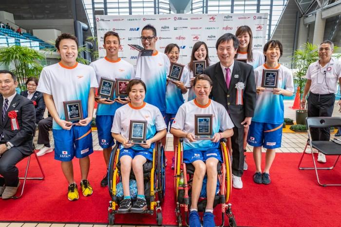 第35回日本パラ水泳選手権大会/開会式でアジア記録を更新したメンバーが表彰された 写真提供:日本身体障がい者水泳連盟