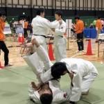 視覚障害者柔道を体験する参加者