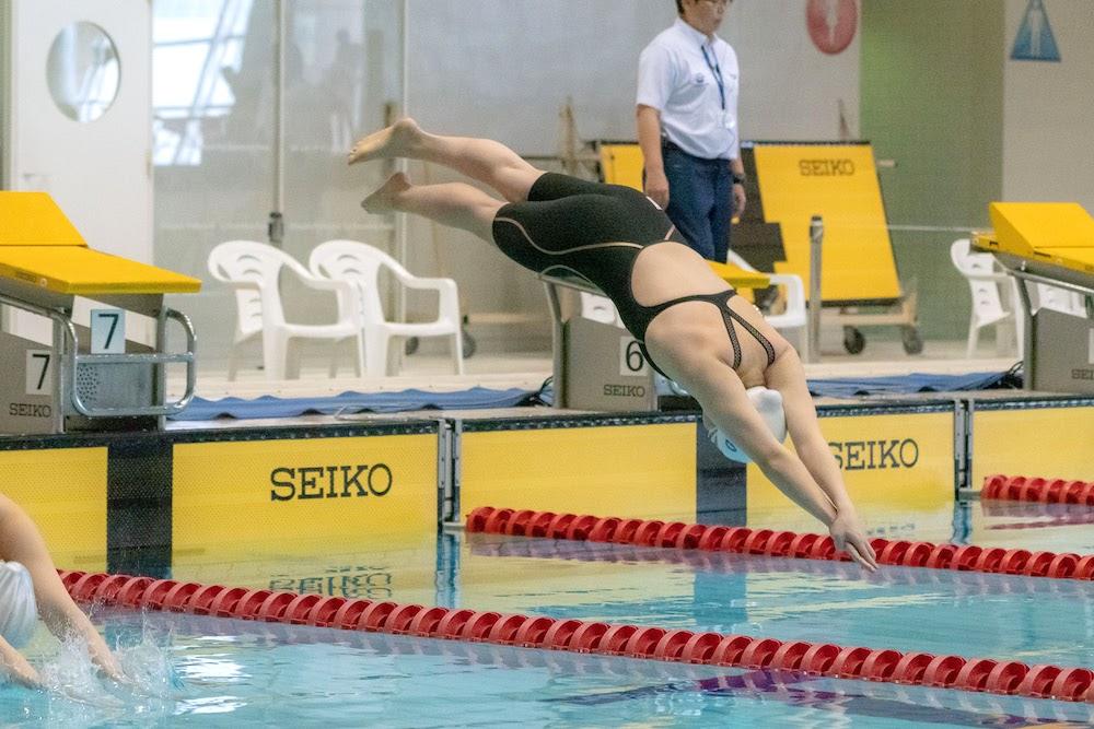 50m自由形。スタートの瞬間。「入水は完ぺきだった」と辻内 写真・秋冨哲生