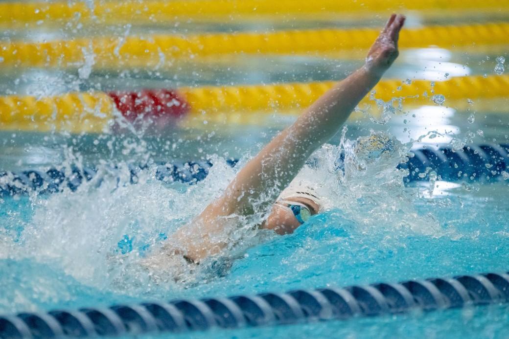 50メートル自由形S13を泳ぐ 辻内彩野(弱視/OSSO南砂) 写真・秋冨哲生