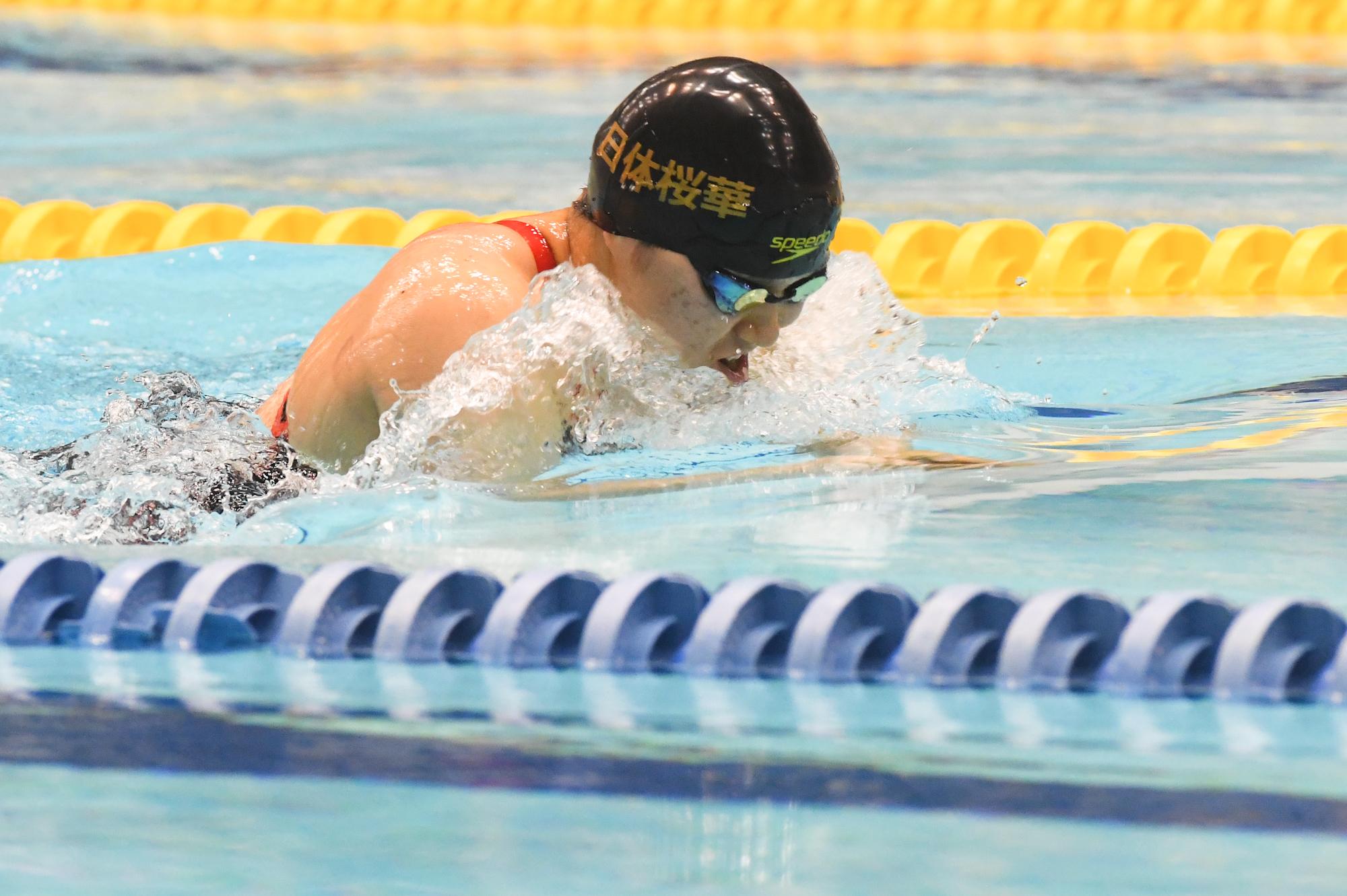 100メートル平泳ぎS6を泳ぐ小池さくら(両下肢機能全廃/日体大桜華高校) 写真・吉村もと