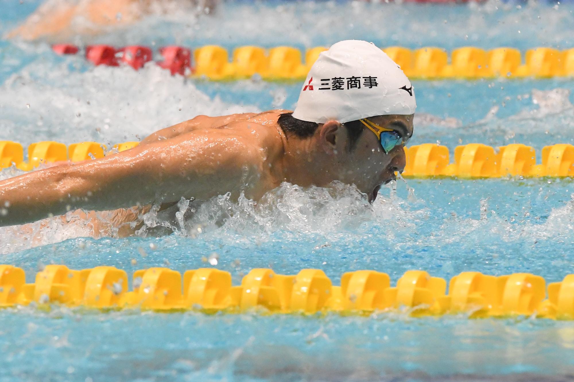 世界記録をもつ100メートルバタフライを泳ぐ東海林大(三菱商事) 写真・吉村もと