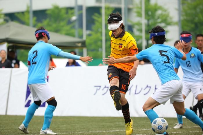 前半7分先制のゴールを決めるbuen cambio yokohama 16FP和田一文