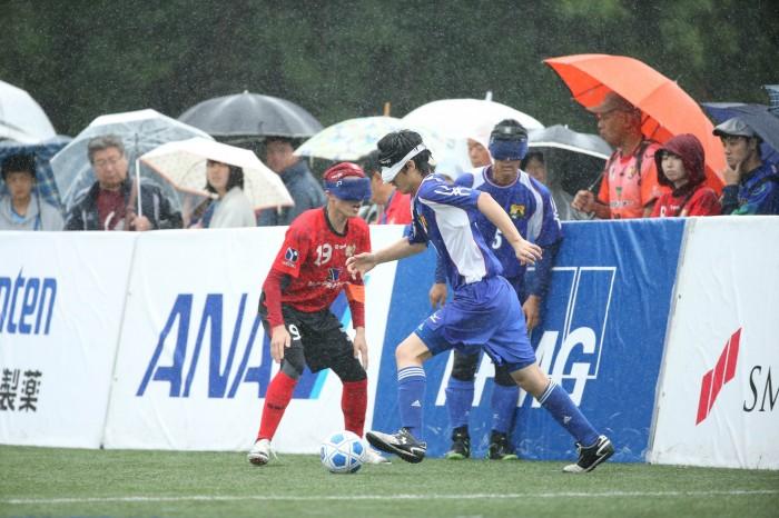 予選ラウンド2福島初日雨の中をたくさんの観客が観戦に訪れた。