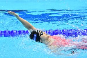 女子,100m背泳ぎ予選で自己ベストを出した石浦智美(伊藤忠丸紅鉄鋼) 写真・安藤理智