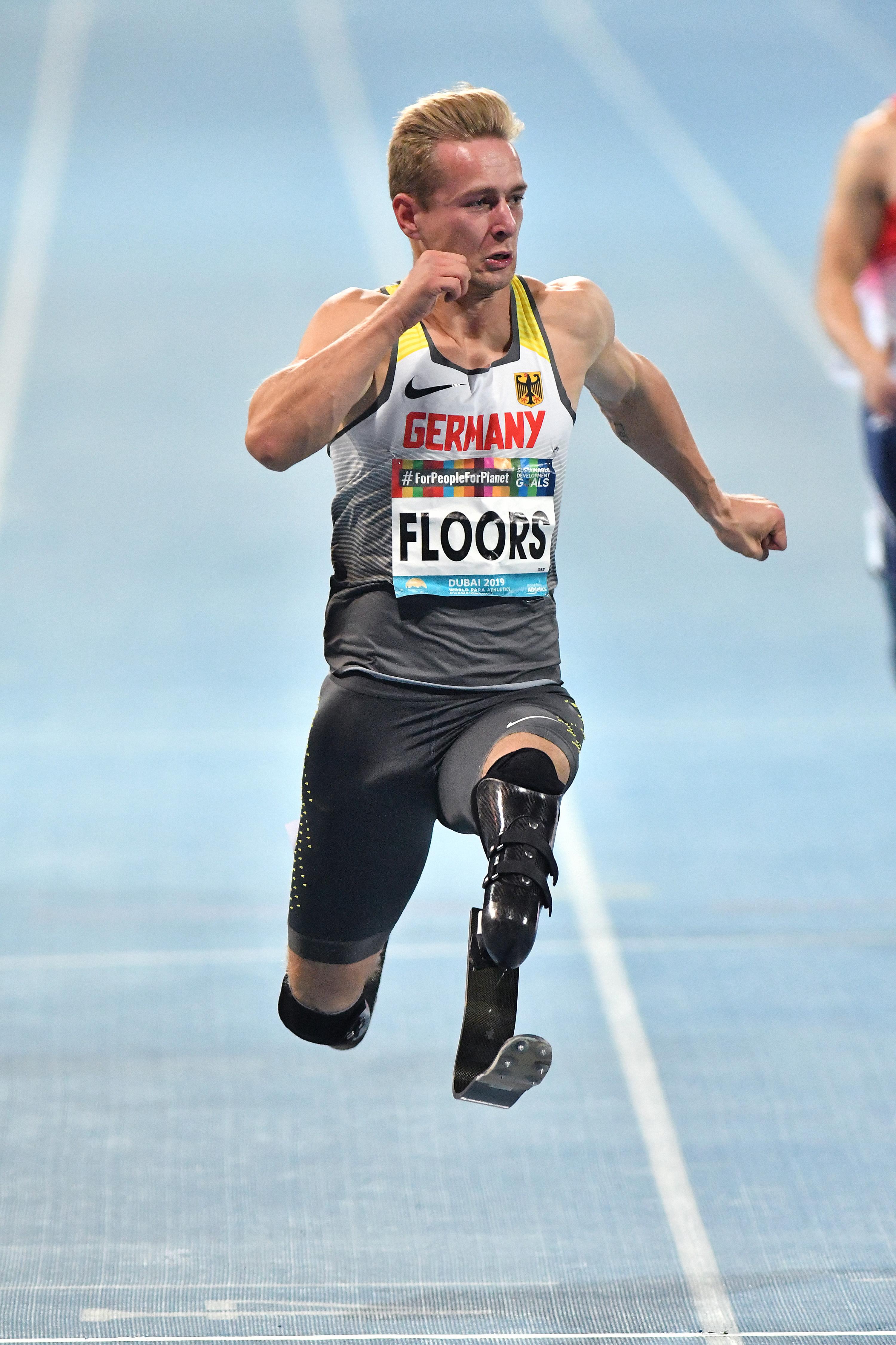 6歳のとき自ら切断を決意したフロア。「両足義足で走れることは私の誇り。16歳の私に教えてあげたいです」と語った。 写真・安藤理智