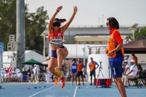 女子走り幅跳び T11、高田千明の跳躍 写真・吉田直人