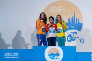 11月12日の夜に行われた中西麻耶・女子走幅跳びT 64の表彰式 写真・安藤理智