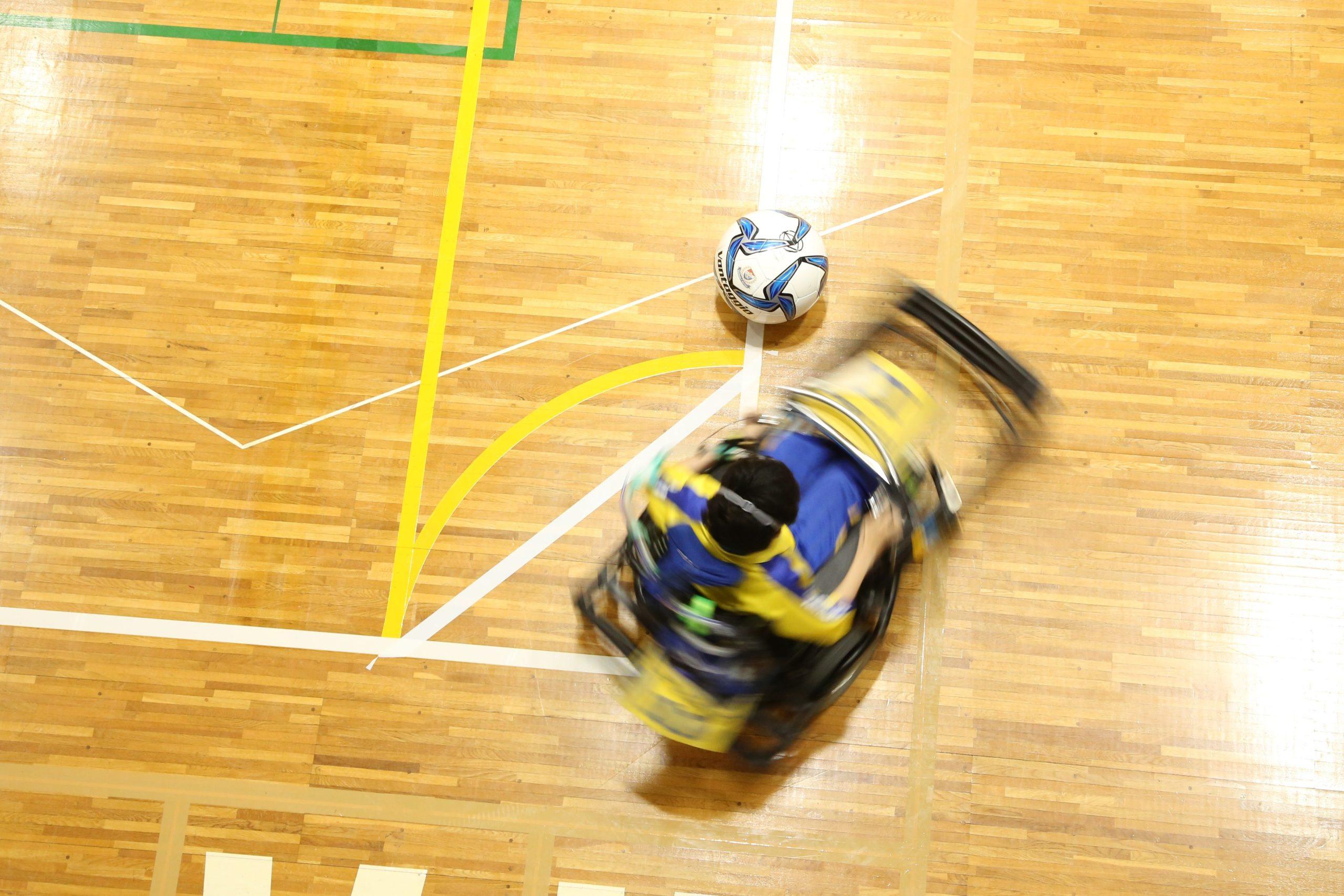 電動車椅子サッカーのカラー写真