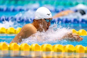 50m平泳ぎS14で日本新記録(29秒84)を樹立した山口尚秀(四国ガス)の泳ぎ 写真・秋冨哲生