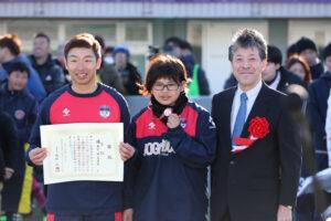 3位は埼玉T.Wings(左から加藤健人、菊島宙、KPMGジャパン CEO高波博之氏)