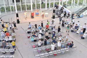 横浜市立みなとみらい本町小学校5年生(56名)が参加、公開授業」が行われた 写真・山下元気