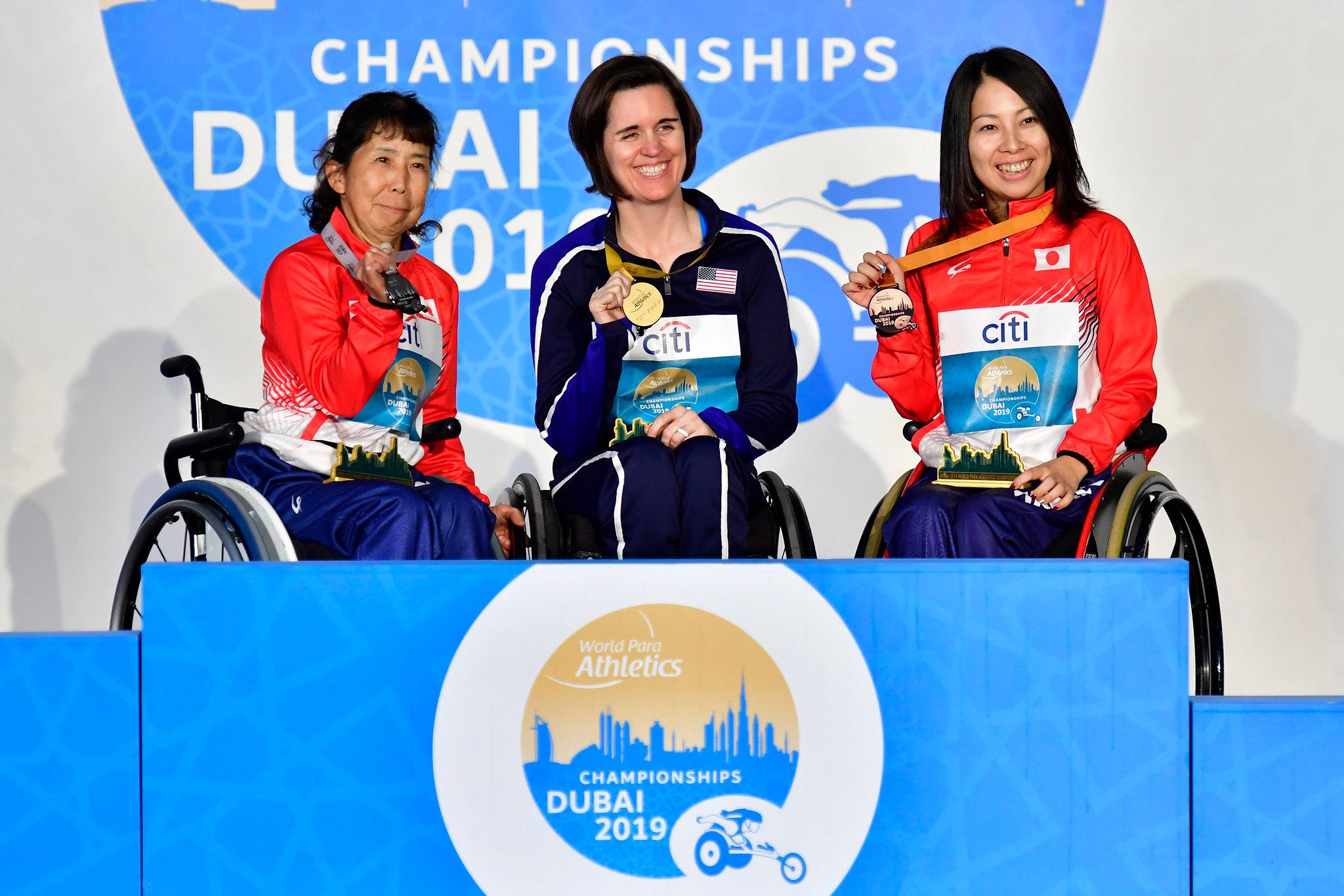 昨年ドバイで開催された世界選手権で女子100mT52の表彰式。IPC Athletic Official Photo