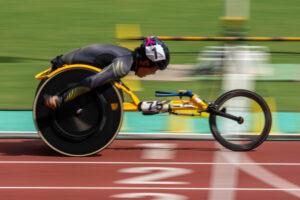 6日、1500mT52で大会新記録を更新したマルチメダリスト の佐藤友祈 撮影・秋冨哲生