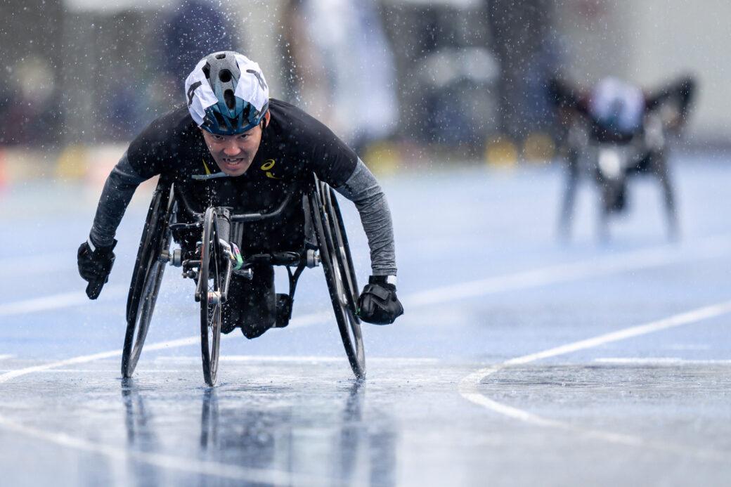 東京パラリンピックに内定している大矢勇気(ニッセイNC)、100mT52でアジア記録を樹立した翌日、雨のなかでの200mT52のゴール。(写真:秋冨哲生)