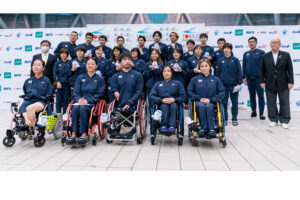 6月6日、東京2020パラリンピック水泳競技大会日本代表推薦決定書受書式の集合写真 写真・秋冨哲生