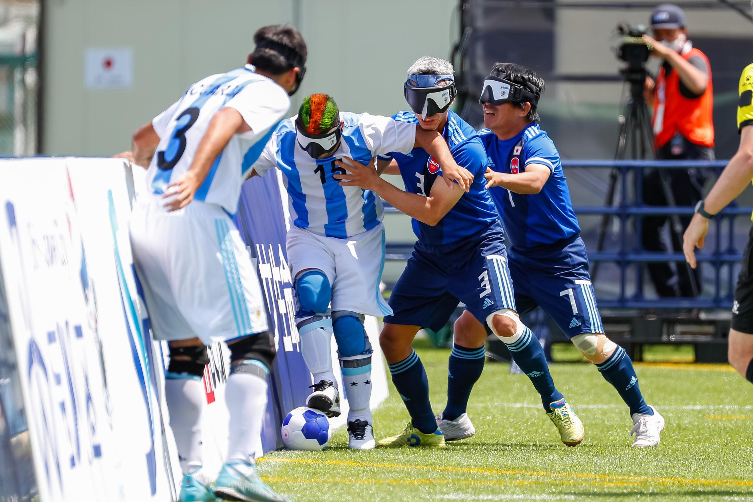 大会5日目 日本vsアルゼンチン マキシミリアーノを抑え込む 佐々木ロベルト泉と田中章仁