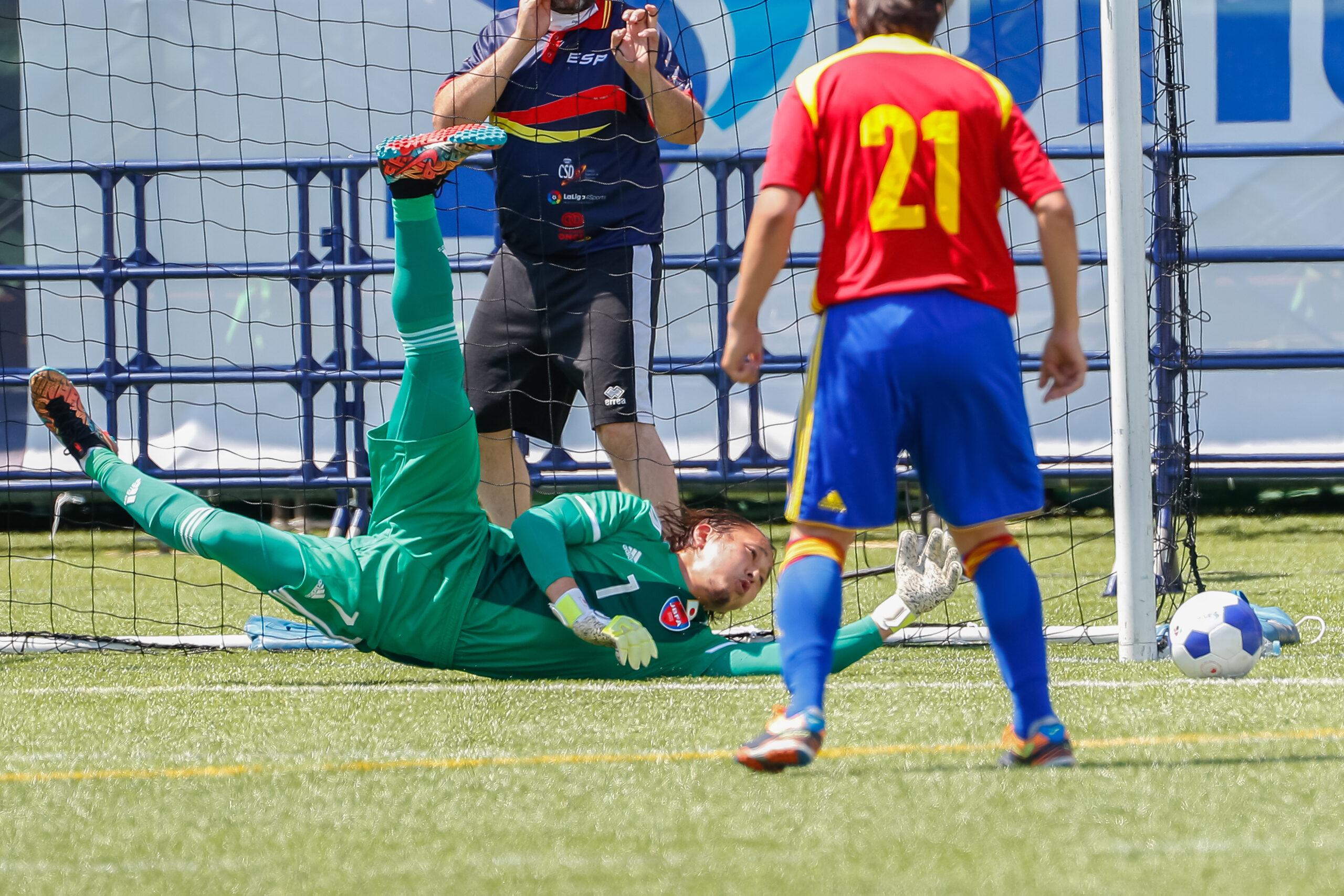 GK佐藤大介は後方から的確なコーチング、攻撃の起点にもなった。