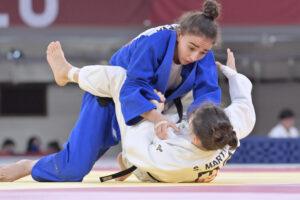 女子48kg級は21歳のシャハナ・ハジエワ(AZR)が、サンドリーヌ・マルティネ(B2:フランス)を破り金に輝いた 写真・山下元気