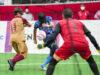 川村怜からの浮き球のクロスを直接ゴールに蹴りこむ黒田智成   写真・秋冨哲生